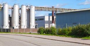 Άποψη οδών με τα κτήρια εργοστασίων Στοκ φωτογραφίες με δικαίωμα ελεύθερης χρήσης