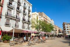 Άποψη οδών με τους τουρίστες στο εστιατόριο, Tarragona, Ισπανία Στοκ Φωτογραφίες