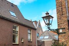 Άποψη οδών, παραδοσιακά σπίτια και φανάρι στο Λάιντεν, Κάτω Χώρες Στοκ εικόνα με δικαίωμα ελεύθερης χρήσης