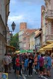 Άποψη οδών πόλεων Vilnius με το κάστρο gediminas Στοκ Φωτογραφίες
