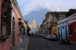Άποψη οδών της Αντίγκουα Γουατεμάλα το Μάιο του 2015 Η ιστορική πόλη Αντίγκουα είναι περιοχή παγκόσμιων κληρονομιών της ΟΥΝΕΣΚΟ στοκ φωτογραφία