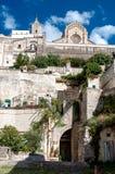 Άποψη οδών του αρχαίου Di $matera και Duomo πόλης Sassi Στοκ εικόνα με δικαίωμα ελεύθερης χρήσης