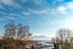 Άποψη οδών του λιμανιού της Νάπολης με τις βάρκες Στοκ Φωτογραφίες