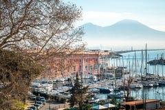 Άποψη οδών του λιμανιού της Νάπολης με τις βάρκες Στοκ Εικόνες