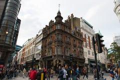Άποψη οδών του Λονδίνου στη σύνδεση Denman ST και Shaftesbury Στοκ Φωτογραφίες