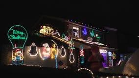 Άποψη οδών φωτισμού σπιτιών Χριστουγέννων απόθεμα βίντεο