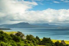 Άποψη πέρα από τα θερινά νησιά στη βόρεια Σκωτία Στοκ Εικόνες