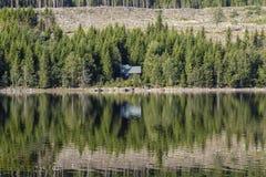 Άποψη πέρα από τη λίμνη Skjeppsjoen στοκ εικόνα με δικαίωμα ελεύθερης χρήσης
