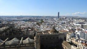 Άποψη πέρα από τη Σεβίλη, Ισπανία από τη στέγη του καθεδρικού ναού στοκ φωτογραφία