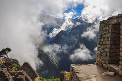 Άποψη πέρα από τις καταστροφές Machu Picchu Inca, Περού Στοκ εικόνες με δικαίωμα ελεύθερης χρήσης