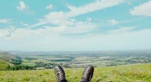 Άποψη πέρα από τις παλαιές μπότες - έκδοση 1 στοκ εικόνες