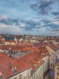Άποψη πέρα από τις στέγες της Πράγας στοκ εικόνες με δικαίωμα ελεύθερης χρήσης