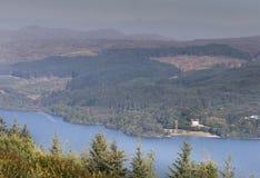 Άποψη πέρα από το δέο λιμνών στη δύση Argyll, Σκωτία Στοκ φωτογραφία με δικαίωμα ελεύθερης χρήσης
