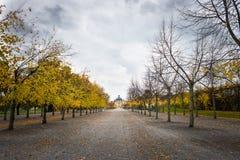 Άποψη πέρα από το παλάτι και το πάρκο Drottningholm μια νεφελώδη ημέρα φθινοπώρου Στοκ Εικόνες