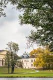 Άποψη πέρα από το παλάτι και το πάρκο Drottningholm μια νεφελώδη ημέρα φθινοπώρου Στοκ Φωτογραφίες