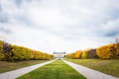 Άποψη πέρα από το παλάτι και το πάρκο Drottningholm μια νεφελώδη ημέρα φθινοπώρου Στοκ φωτογραφία με δικαίωμα ελεύθερης χρήσης