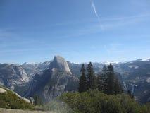 Άποψη πέρα από το σημείο παγετώνων στο εθνικό πάρκο Yosemite σε Καλιφόρνια, ΗΠΑ Στοκ Φωτογραφία