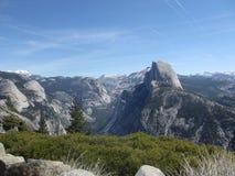 Άποψη πέρα από το σημείο παγετώνων στο εθνικό πάρκο Yosemite σε Καλιφόρνια, ΗΠΑ Στοκ εικόνα με δικαίωμα ελεύθερης χρήσης