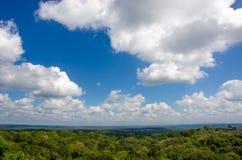 Άποψη πέρα από το τροπικό δάσος σε Tikal Γουατεμάλα Στοκ Φωτογραφίες