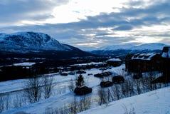 Άποψη πέρα από το χιονώδες τοπίο στοκ εικόνες με δικαίωμα ελεύθερης χρήσης