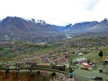 άποψη πέρα από Karimabad στην κοιλάδα Hunza prestine, εθνική οδός Karakoram, Πακιστάν στοκ εικόνες