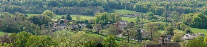 Άποψη πέρα από Sheepscombe με την του χωριού εκκλησία, ST John ο απόστολος, το Cotswolds στοκ φωτογραφία με δικαίωμα ελεύθερης χρήσης