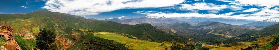 Άποψη πανοράματος στα βουνά και την κοιλάδα Μαρόκο ατλάντων Στοκ Εικόνες