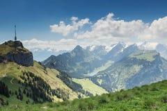 Άποψη πανοράματος του βουνού Alpstein με τη λίμνη Ebenalp Appenze Στοκ Εικόνα
