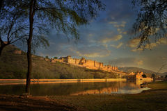 Άποψη πανοράματος του διάσημου ινδικού ορόσημου του Rajasthan - Amer ηλέκτρινο οχυρό, Jaipur, Ινδία Στοκ Φωτογραφίες