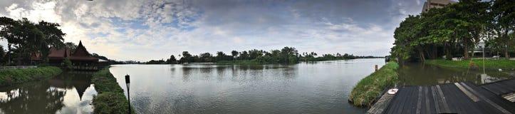 Άποψη πανοράματος του ποταμού πηγουνιών Tha στην Ταϊλάνδη Στοκ Φωτογραφίες