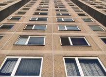 Άποψη πανοραμικής και γωνίας προοπτικής ευρεία στο κτήριο υψηλός-πατωμάτων Στοκ φωτογραφία με δικαίωμα ελεύθερης χρήσης