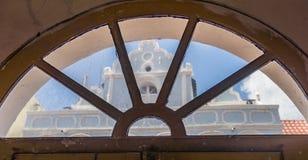 Άποψη παραθύρων - των παλαιών απόψεων Punda Κουρασάο κτηρίων Στοκ Εικόνες