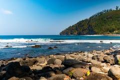 Άποψη παραλιών από την παραλία πετρών Manapany στο νησί συγκέντρωσης στοκ φωτογραφία με δικαίωμα ελεύθερης χρήσης