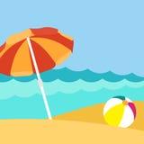 Άποψη παραλιών σχετικά με την όμορφη παραλία με parasol απεικόνιση αποθεμάτων