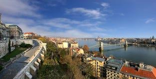 Άποψη ποταμών εικονικής παράστασης πόλης και Δούναβη της Βουδαπέστης από το Hill του Castle Στοκ Εικόνα