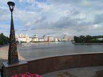 Άποψη ποταμών στην πόλη στοκ φωτογραφίες με δικαίωμα ελεύθερης χρήσης