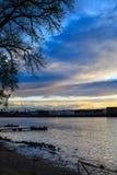 Άποψη ποταμών του Hudson των αποβαθρών του Άλμπανυ από τη Νέα Υόρκη Rennselaer στο σούρουπο Στοκ Εικόνες
