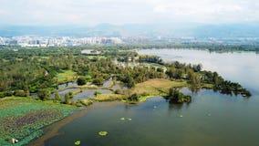 Άποψη πουλιών της λίμνης Qionghai σε Xichangï ¼ ŒChina Στοκ Εικόνες