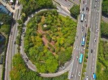 Άποψη πουλί-ματιών αεροφωτογραφίας του οδικού τοπικού LAN γεφυρών οδογεφυρών πόλεων Στοκ Φωτογραφία