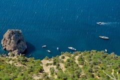 Άποψη πουλιών της ακτής Μαύρης Θάλασσας στην Κριμαία κοντά στην πόλη της Σεβαστούπολης ` Στοκ Φωτογραφίες
