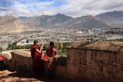 Άποψη πουλιών Lhasa από το παλάτι Potala Στοκ Εικόνα