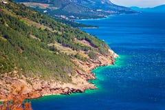 Άποψη προκυμαιών απότομων βράχων Biokovo riviera Makarska στοκ φωτογραφία με δικαίωμα ελεύθερης χρήσης