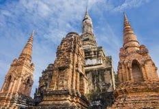 Άποψη προοπτικής Stupa και της παγόδας στο ναό Wat Mahathat, Ταϊλάνδη Στοκ φωτογραφία με δικαίωμα ελεύθερης χρήσης