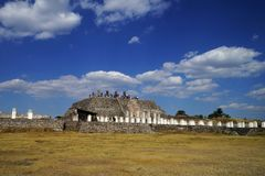 Άποψη προς την πυραμίδα Β, archeological περιοχή της Τούλα, Μεξικό Στοκ φωτογραφία με δικαίωμα ελεύθερης χρήσης