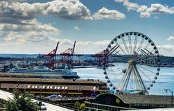 Άποψη προς τη ρόδα ferris Σιάτλ Ουάσιγκτον Ηνωμένες Πολιτείες Στοκ φωτογραφία με δικαίωμα ελεύθερης χρήσης