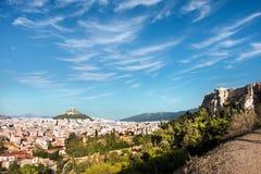 Άποψη προς το υποστήριγμα Lycabettus από το Areopagus στην Αθήνα Στοκ Εικόνα