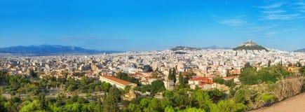 Άποψη προς το υποστήριγμα Lycabettus στην Αθήνα, πανόραμα Στοκ Εικόνα