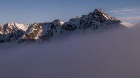 Άποψη προς Swinica και Granaty από Kasprowy Wierch στο βίντεο χρονικού σφάλματος βουνών Tatra φιλμ μικρού μήκους