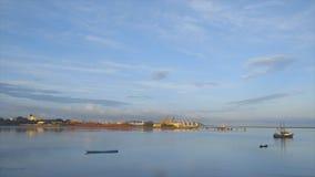 Άποψη πρωινού του λιμένα του Κόνακρι από τον ωκεανό φιλμ μικρού μήκους