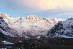 Άποψη πρωινού του υποστηρίγματος Annapurna από το στρατόπεδο βάσεων Annapurna Στοκ Εικόνες
